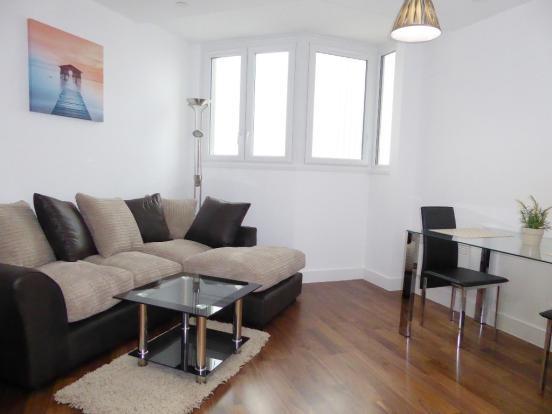 To let - Two bedroom flat, Hagley Road, Birmingham, B16