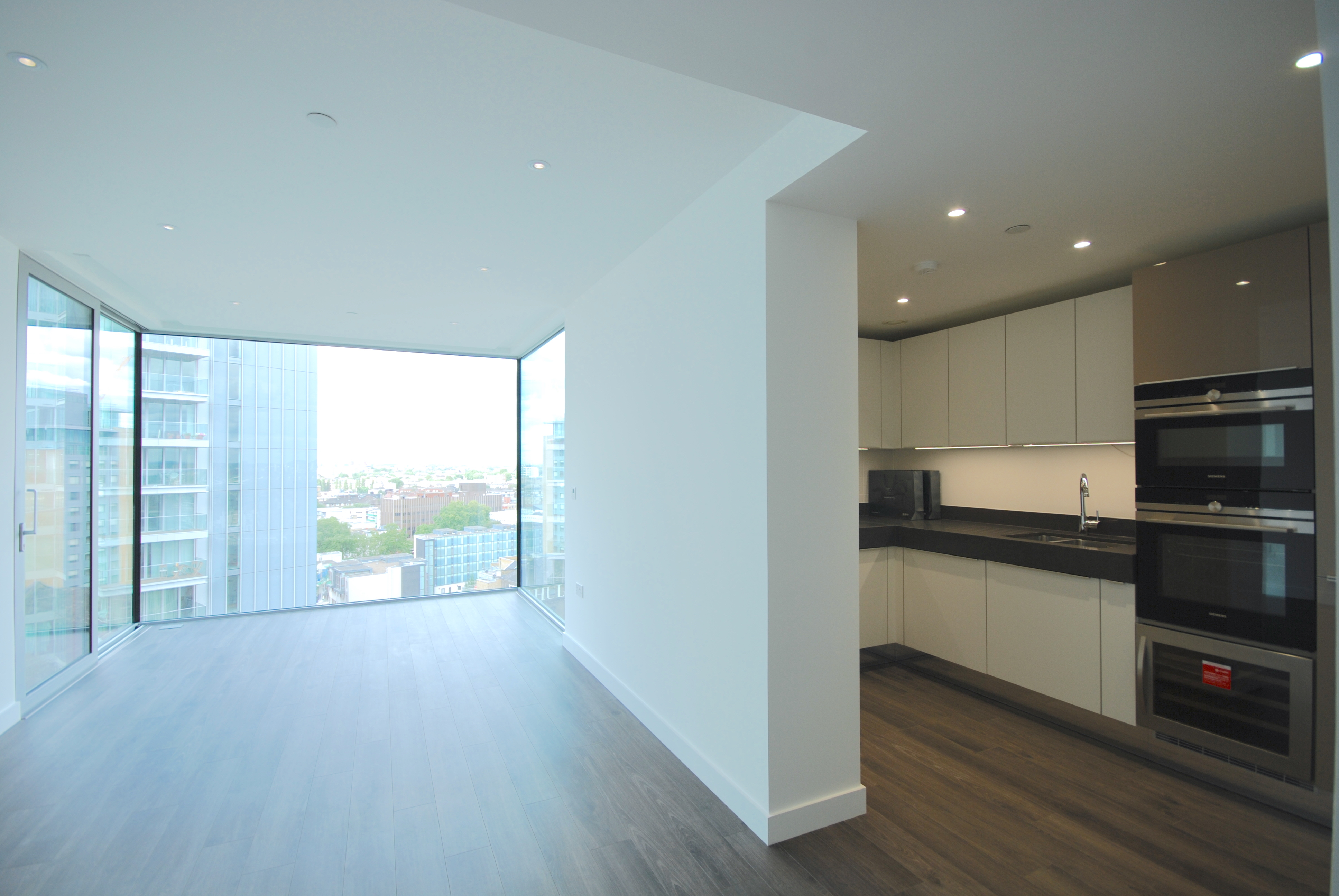To Let - Two bedroom flat, Aldgate East, London, E1