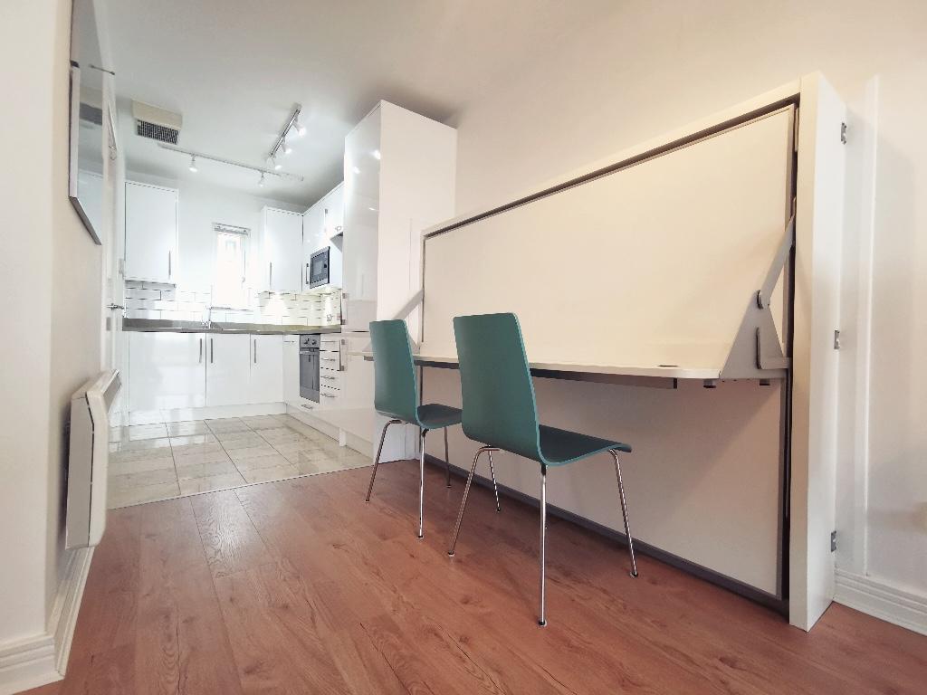 Let agreed-Royal Arch Apartments, The Mailbox, Wharfside Street, Birmingham, B1 1RB